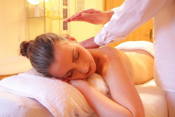 Fazendo massagem