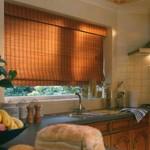Na cozinha também fica perfeita a cortina de bambu