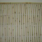 O bambu claro proporciona leveza deixando o ambiente clin