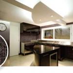 As cozinhas modernas usam destaques em pastilhas de vidro