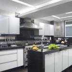 As pastilhas de vidro além de decorar ajudam na higiene da cozinha