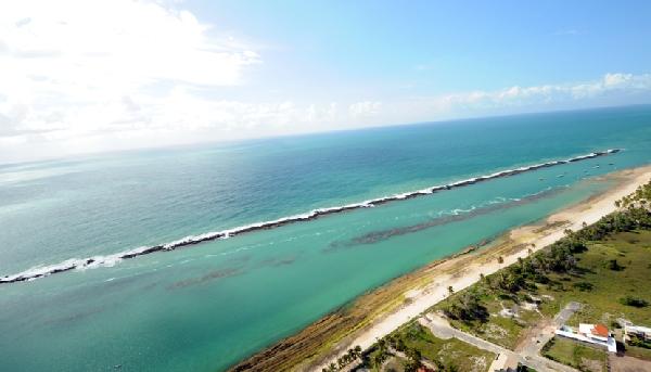 Com a orla urbana mais bonita do Nordeste, Maceió encanta com mar que vai do verde claro ao azul turquesa (Foto: CVC)