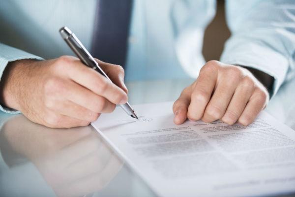 Para abrir sua conta poupança basta ter os documentos em mãos e ir numa agência
