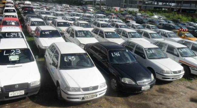 Existem carros em excelente estado nos leilões do Detran de Goiás (Foto: Divulgação)