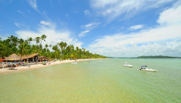 A praia de Carneiros, localizada a cerca de 2h de Recife, é perfeita para relaxar e mergulhar (Foto: CVC)