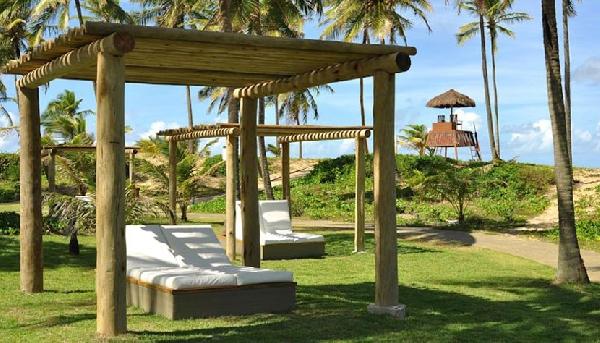 As praias oferecem espreguiçadeiras e guarda-sóis (Foto: Divulgação)