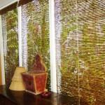 A cortina de bambu é perfeita, deixa a decoração do ambiente mais original
