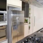 Cozinhas modernas e funcionais optam por eletrodomésticos embutidos