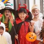 No Halloween o que vale é diversão, por isso seu filho deve gostar da fantasia que você irá comprar para ele. (Foto: Divulgação)