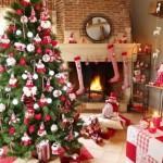 Árvore de natal montada na sala de estar. (Foto: Divulgação)