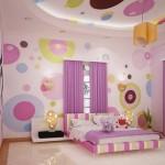 Esse quarto é mais ousado e explora até mesmo as paredes na decoração. (Foto: Divulgação)