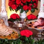 A ceia de natal é tradição na casa de muitas famílias e sempre tem uma decoração vibrante e simbólica (Foto: Divulgação)