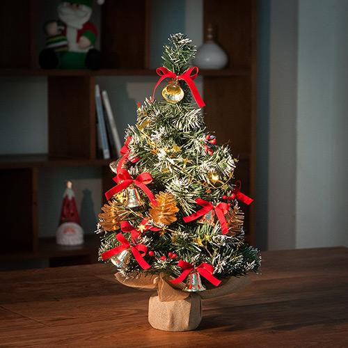 Árvore de Natal com laços vermelhos