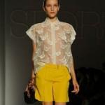 Shorts colorido com camisa de renda