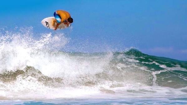 Maresias tem praias convidativas para o surf (Foto: MdeMulher)