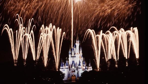 Espetáculo de fogos de artifício Wishes, no Castelo da Cinderela (Foto: CVC)