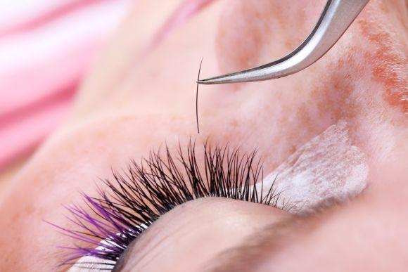 O permanente de cílios deve ser feito por profissional especializado (Foto Ilustrativa)