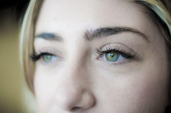 Os cílios postiços permanentes valorizam o olhar (Foto Ilustrativa)