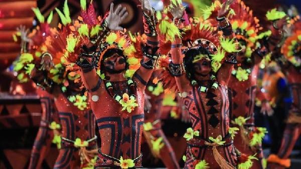 As fantasias deixam o Carnaval de Floripa ainda mais divertido (Foto: MdeMulher)