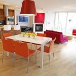 Ambientes conjugados com móveis coloridos