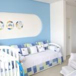 A mescla dos tons de azul é uma boa pedida para um quarto masculino. (Foto: Divulgação)