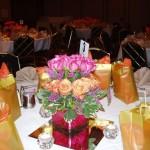 Rosas na decoração usadas como centro de mesas