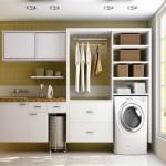 Os móveis planejados são excelentes para decorar a lavanderia aproveitando bem os espaços