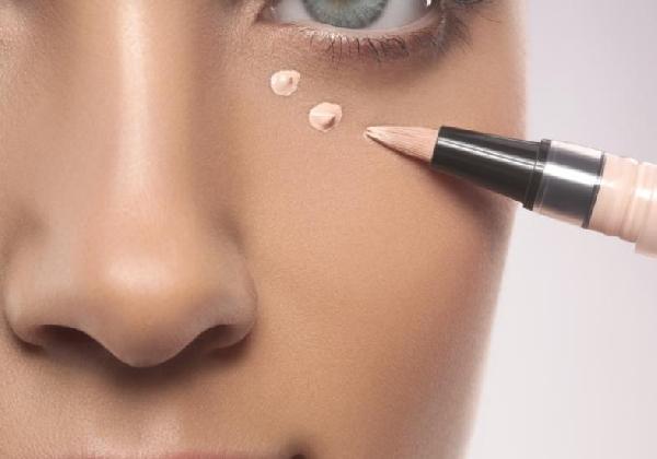 Com produtos de qualidade é possível disfarçar as olheiras escuras (Foto: Divulgação MdeMulher)