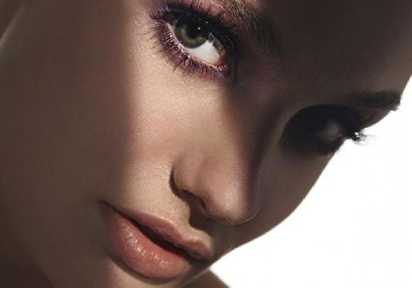 As olheiras escuras apresentam variações de cores (Foto: Divulgação MdeMulher)