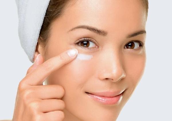 Use cremes indicados para olheiras escuras ao redor dos olhos e mantenha a pele sempre jovem (Foto: Divulgação MdeMulher)