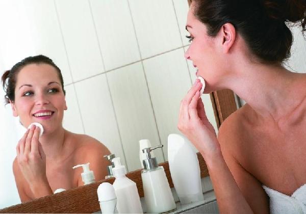 Fazer a limpeza da pele é fundamental para que a máscara seja mais eficaz (Foto Divulgação: MdeMulher)
