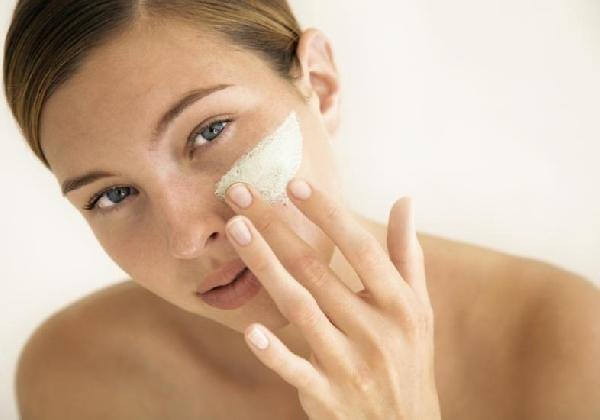 A pele bem hidratada evita o aparecimento de rugas e linhas de expressões (Foto Divulgação: MdeMulher)