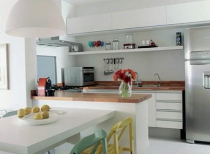 Acessórios coloridos dão destaque a cozinha. (Foto:Divulgação)