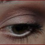 olhos marrom avermelhado a