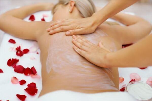 Esse tem sido uma opção escolhida pelas mulheres para o clareamento da pele (Foto: Reprodução)