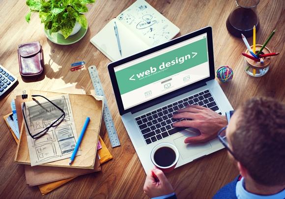 O curso de sistemas para internet é uma boa opção para o web designer. (Foto Ilustrativa)