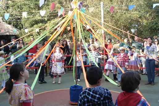 A quadrilha e as danças animam as Festas Juninas (Foto: Divulgação)