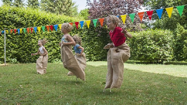 A corrida do saco traz muita diversão (Foto: Divulgação)