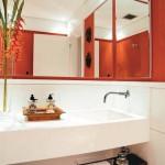 Existem flores de todos os tipos e cores paraa decorar banheiros
