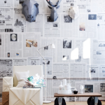 parede decorada com jornal fotos 7
