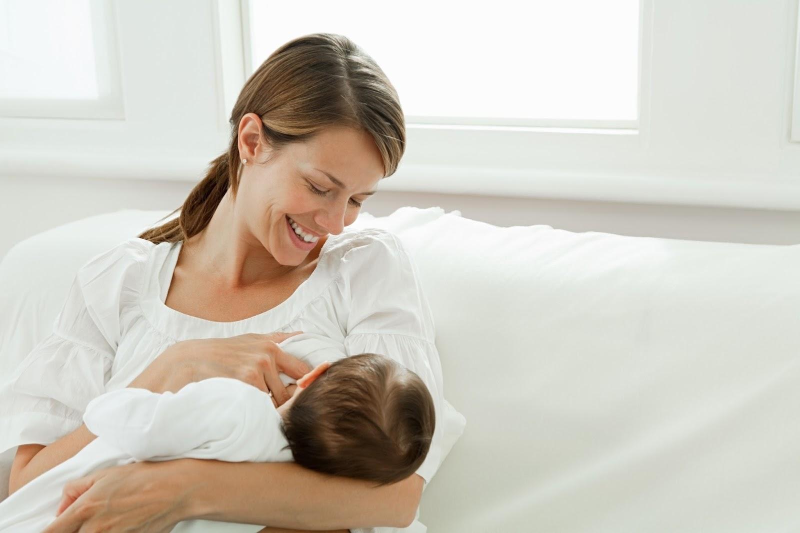 Veja como posicionar a criança corretamente no momento da amamentação (Foto: Ilustração)