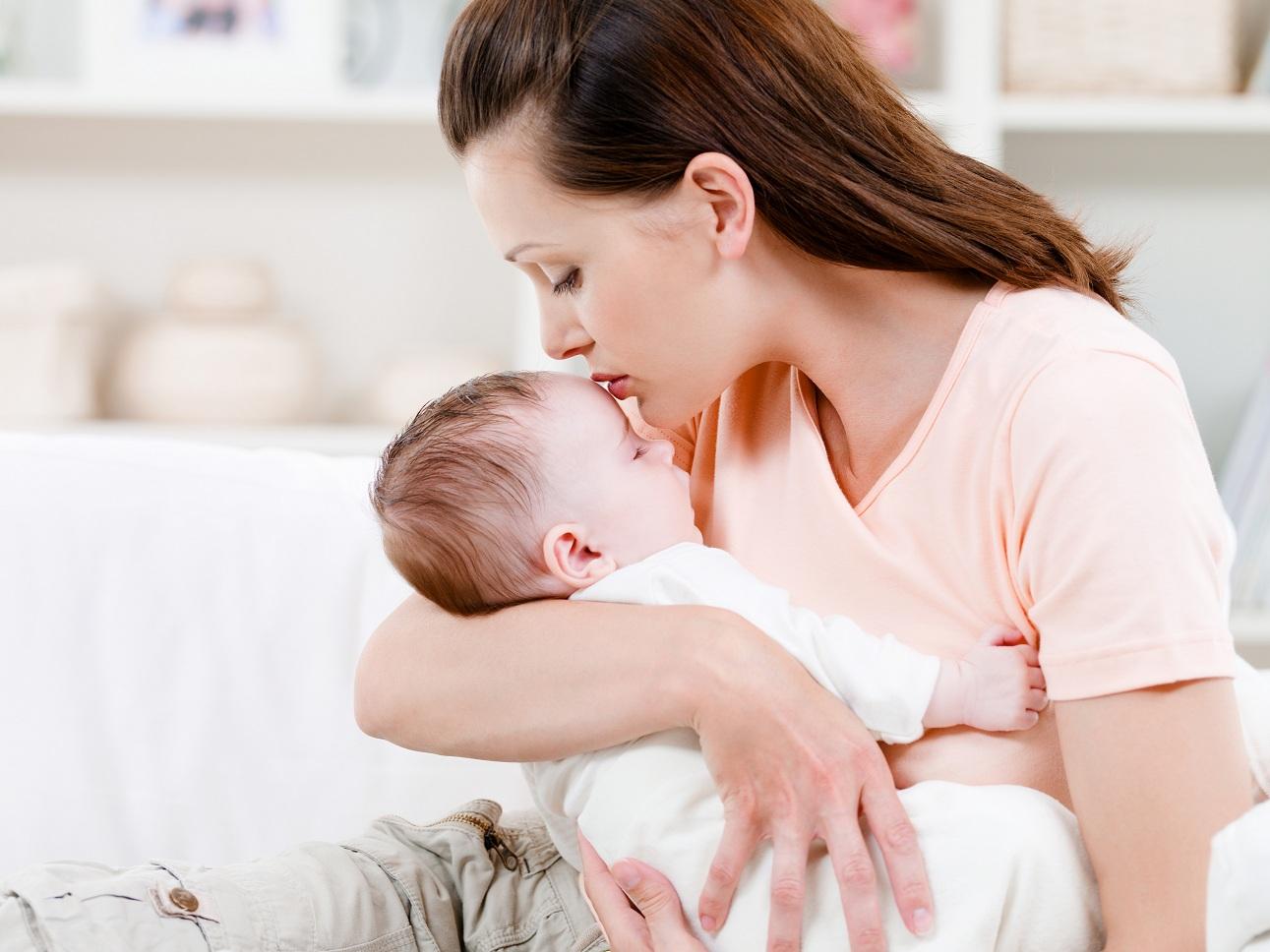 O excesso de leite pode causar dores na mama (Foto: Ilustração)