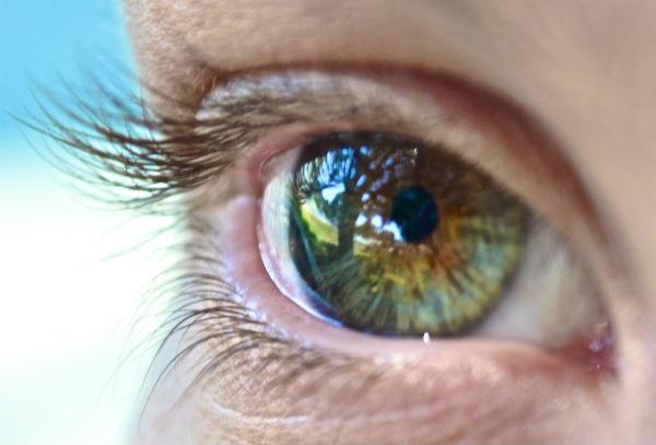Saiba o significado das manchas nos olhos