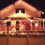 Casa toda iluminada com pisca-pisca. (Foto: Divulgação)