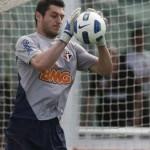 Especialista na posição, Leão elogia a atuação do goleiro Denis contra o Vasco