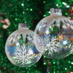 Bolas com transparência para decorar a árvore de natal