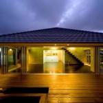 Além da fachada o deck também ganha um visual maravilhoso em madeira