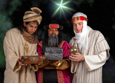 Presentes são levados para Jesus pelos Três Reis Magos (Foto: Divulgação)