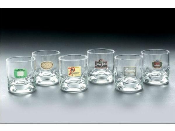 Saiba como escolher a taça para cada tipo de bebida Copo para Whisky e caipirinha