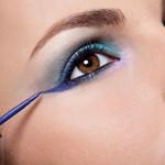 Aprenda a usar delineador colorido